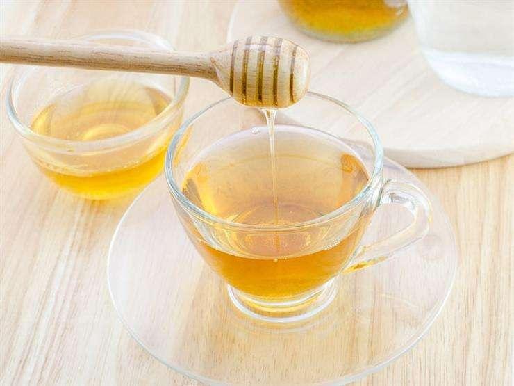 10 فوائد مذهلة لشرب كوب ماء دافيء بالعسل صباحا أو قبل النوم