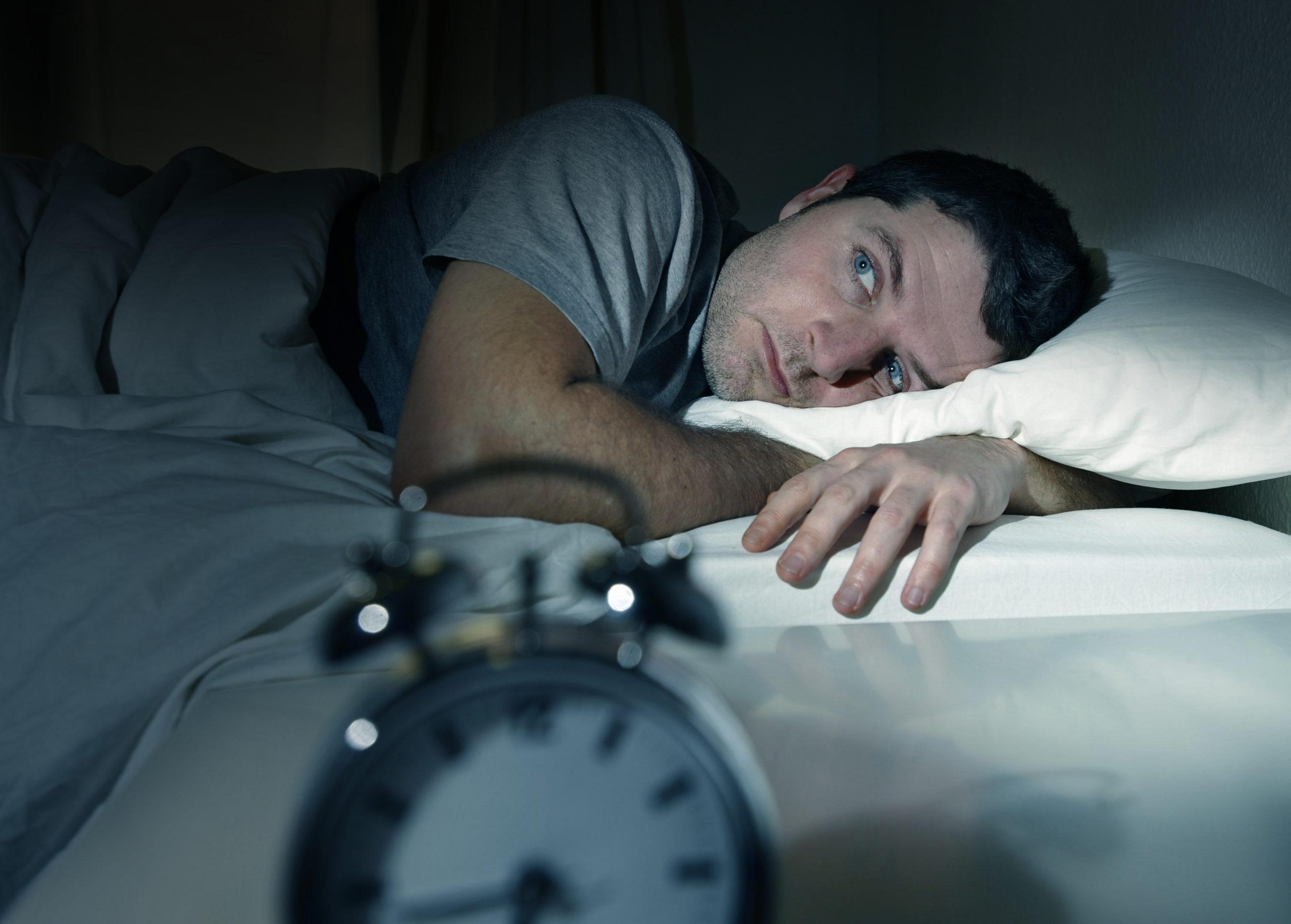 قلة النوم تسبب في ضعف العضلات وتقلل هرمون الذكورة و 8 أمراض أخرى