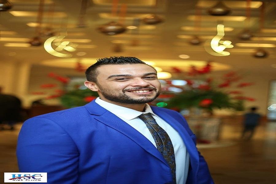 الكاتب عمرو عصمت